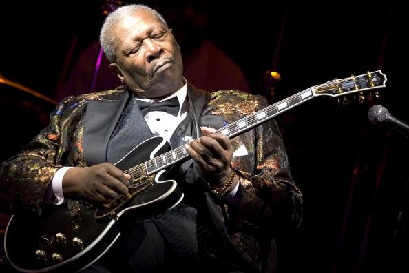 Plucking An Instrument「B.B. King Celebrates His 10,000th Concert」:写真・画像(1)[壁紙.com]