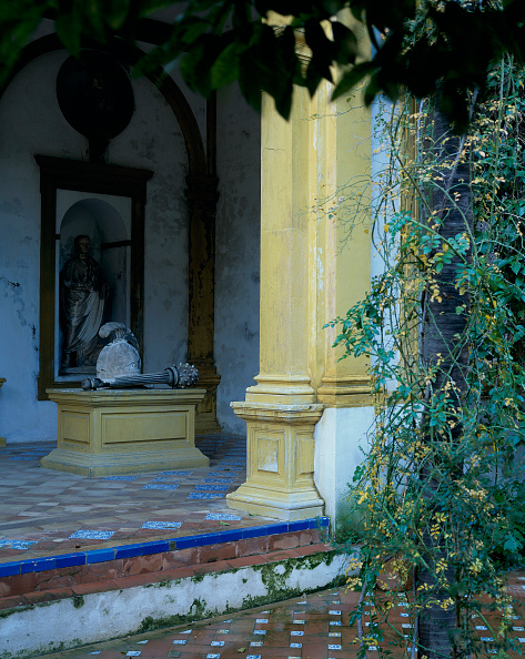 Tiled Floor「Structure with pillars and statue」:写真・画像(16)[壁紙.com]