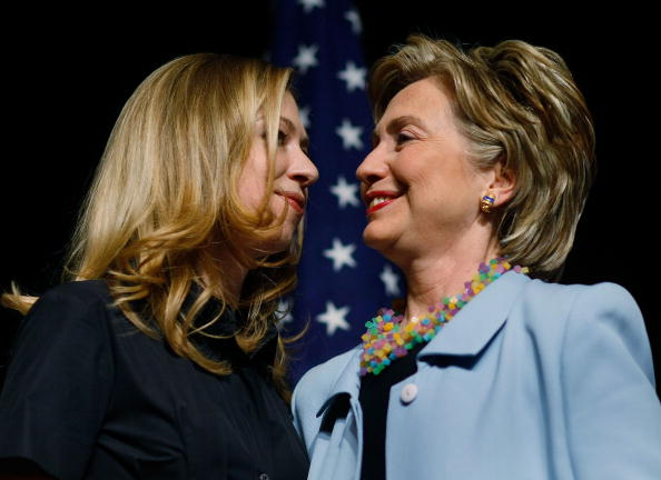 Parent「Hillary Clinton Campaigns For Upcoming Primaries」:写真・画像(0)[壁紙.com]