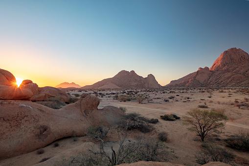 "Namib-Naukluft National Park「Spitzkoppe, the 700 million year old mountain also known as ""Matterhorn of Namibia"" at sunset, Namibia, 2018」:スマホ壁紙(7)"