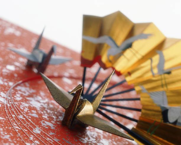Folding fan and origami cranes:スマホ壁紙(壁紙.com)