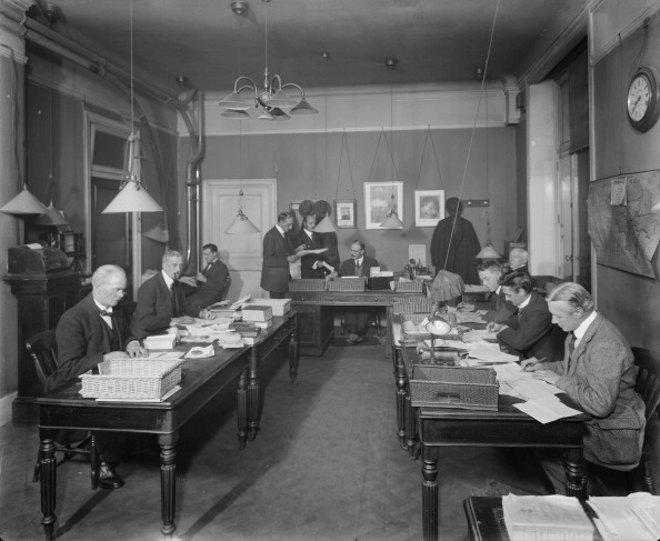 Desk Lamp「Offices, The Morning Post, London, November 1920. Artist: Bedford Lemere and Company」:写真・画像(7)[壁紙.com]