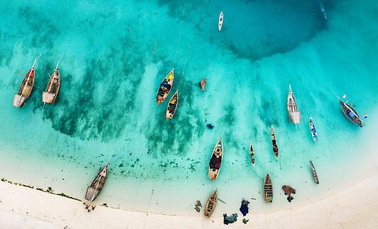 島「ザンジバル、アフリカの美しいビーチのボート」:スマホ壁紙(14)