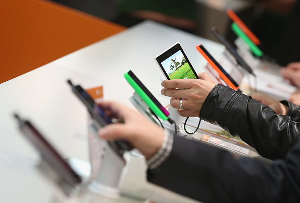 Mobile Phone「CeBIT 2015 Technology Trade Fair」:写真・画像(6)[壁紙.com]