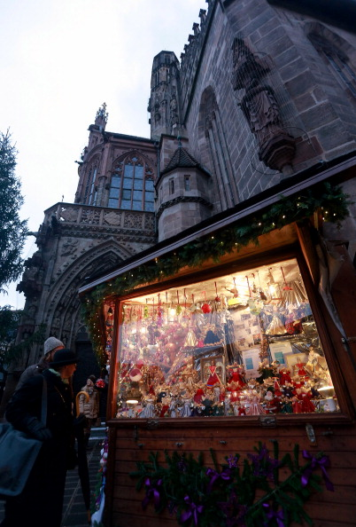Christmas Decoration「Nuremberg Christmas Market Opens」:写真・画像(5)[壁紙.com]