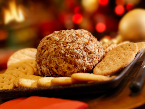 Focus On Foreground「Cheese Ball with Crackers at Christmas Time」:スマホ壁紙(5)