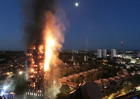 英国 ロンドン「27-Storey Grenfell Tower Block On Fire In West London」:写真・画像(2)[壁紙.com]