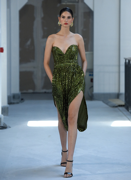Sequin Dress「Museum of Fine Clothing - Runway- Mercedes-Benz Fashion Week Istanbul - October 2020」:写真・画像(16)[壁紙.com]