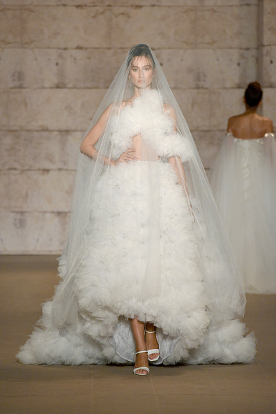 High Low Dress「Cihan Nacar - Runway - Mercedes-Benz Fashion Week Istanbul - October 2020」:写真・画像(14)[壁紙.com]