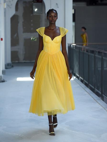 銀色「Museum of Fine Clothing - Runway- Mercedes-Benz Fashion Week Istanbul - October 2020」:写真・画像(5)[壁紙.com]