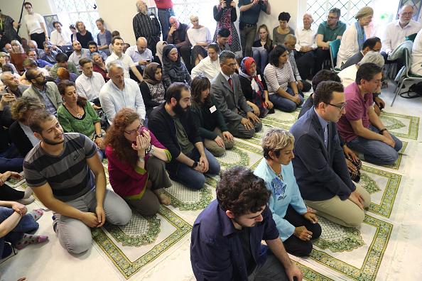 Sean Gallup「Liberal Mosque Opens In Berlin」:写真・画像(12)[壁紙.com]