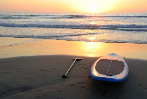 サーフィン「夕暮れのサーフボード」:スマホ壁紙(14)