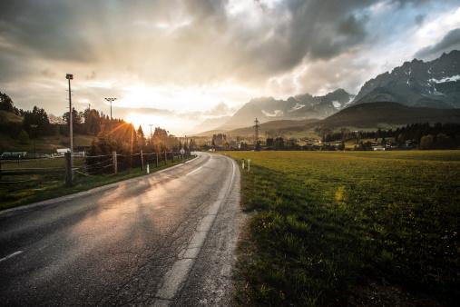 European Alps「Mountain road at sunset」:スマホ壁紙(19)
