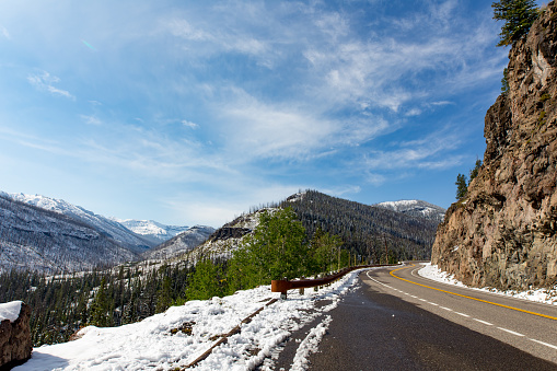 Mountain Road「Mountain road in Yellowstone national park」:スマホ壁紙(4)