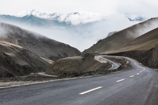 Dividing Line - Road Marking「Mountain road in Tibet, China」:スマホ壁紙(11)