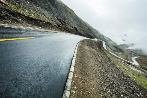 Hairpin Curve「Mountain road in Tibet, China」:スマホ壁紙(14)
