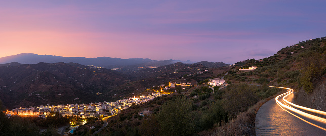 Mountain Road「A mountain road above Sayalonga, one of the traditional white villages (Pueblos Blancos) in the Andalusian hills.」:スマホ壁紙(8)