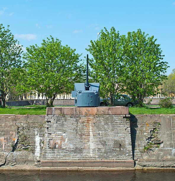 Old cannon in Kronstadt:スマホ壁紙(壁紙.com)