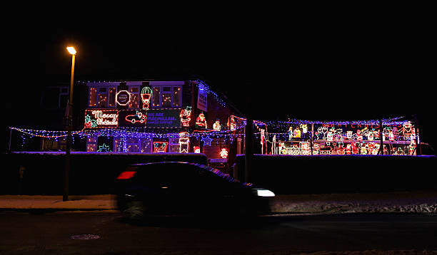 Houses Are Lit Up And Decorated for Christmas:ニュース(壁紙.com)