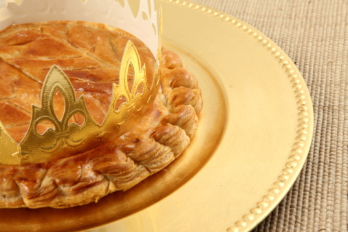Crown - Headwear「King's cake on a plate on a woven surface」:スマホ壁紙(2)