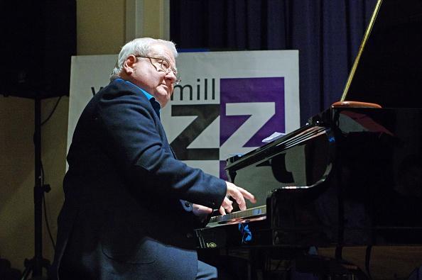 Jacket「John Horler, Watermill Jazz Club, Dorking, Surrey, 2015」:写真・画像(15)[壁紙.com]
