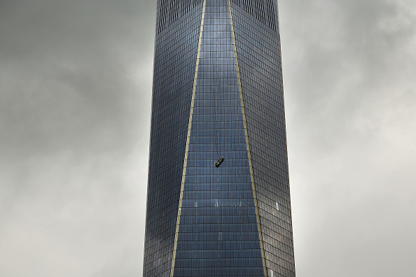 One World Trade Center「One World Trade Center Window Washers Trapped In Dangling Scaffolding」:写真・画像(16)[壁紙.com]