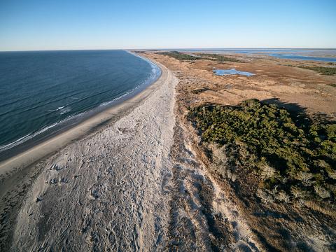 The Nature Conservancy「USA, Virginia, Aerial view of Virginia Coast Reserve, Atlantic Ocean, beach and marshland」:スマホ壁紙(0)