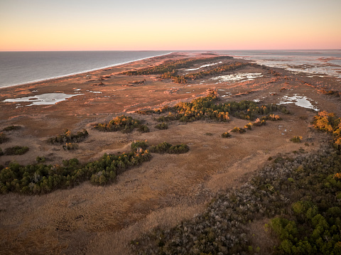 The Nature Conservancy「USA, Virginia, Aerial view of Virginia Coast Reserve, Atlantic Ocean, beach at sunset」:スマホ壁紙(4)