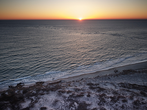 The Nature Conservancy「USA, Virginia, Aerial view of Virginia Coast Reserve, Atlantic Ocean, beach at sunset」:スマホ壁紙(3)