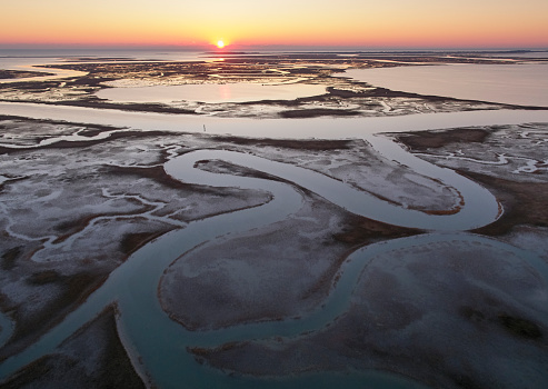The Nature Conservancy「USA, Virginia, Aerial view of Virginia Coast Reserve, marshes at sunset」:スマホ壁紙(5)
