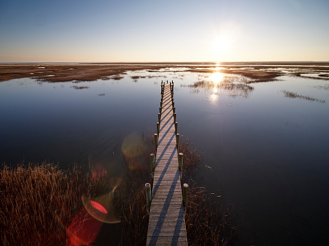The Nature Conservancy「USA, Virginia, Aerial view of Virginia Coast Reserve, pier at sunset」:スマホ壁紙(16)