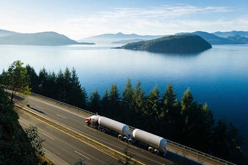 Oil Industry「Transport truck driving along Highway 99, BC, Canada」:スマホ壁紙(19)