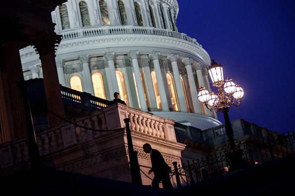 Washington DC「Senate Continues Debate As Government Shutdown Enters Third Day」:写真・画像(16)[壁紙.com]