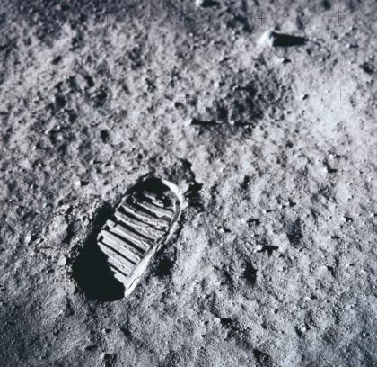 月「shoe imprint on the surface of the moon」:スマホ壁紙(5)