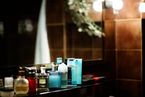 Perfume Sprayer「Perfume in a Bathroom. Color Image」:スマホ壁紙(5)
