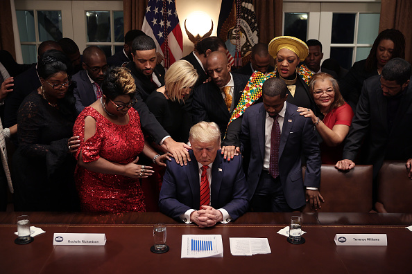 Praying「President Trump Meets With African American Leaders In The Cabinet Room」:写真・画像(2)[壁紙.com]