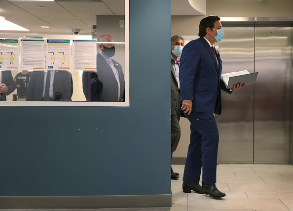 Press Room「Florida Gov. DeSantis Holds News Conference On COVID-19 At Miami Hospital」:写真・画像(12)[壁紙.com]