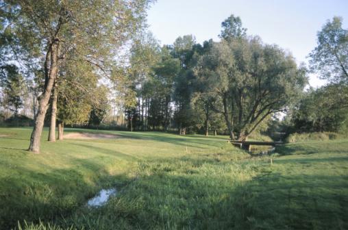 Golf Links「Stream flowing under bridge on golf course」:スマホ壁紙(17)
