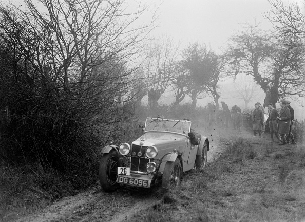 Country Road「MG F type of GF Horan at the Sunbac Colmore Trial, near Winchcombe, Gloucestershire, 1934」:写真・画像(8)[壁紙.com]
