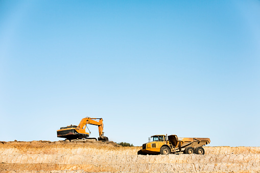 Construction Vehicle「Bulldozers on quarry」:スマホ壁紙(19)