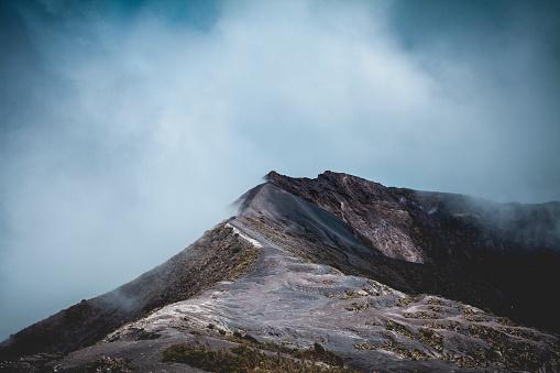 Active Volcano「irazu volcano mountain ridge under the clouds, costa rica」:スマホ壁紙(1)