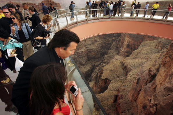 """Grand Canyon National Park「Grand Canyon's New """"Skywalk"""" Opens With Grand Ceremony」:写真・画像(7)[壁紙.com]"""
