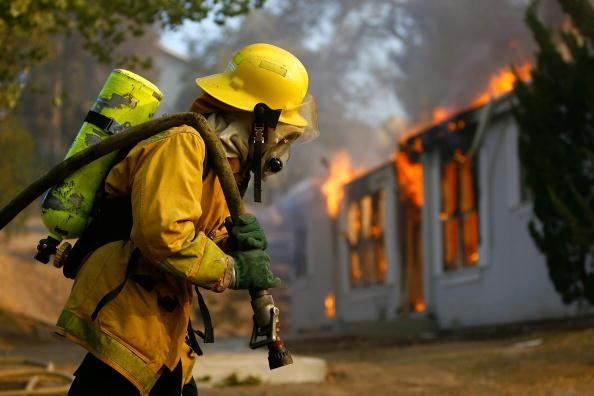 Hose「Santa Ana Winds Stoke Wildfires In Southern California」:写真・画像(0)[壁紙.com]