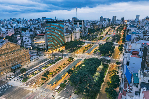 Buenos Aires「Buenos Aires Argentina Av. 9 de Julio in the center of the city at night」:スマホ壁紙(9)
