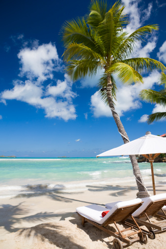 French Overseas Territory「Luxury recliner chairs and umbrella on beach」:スマホ壁紙(5)