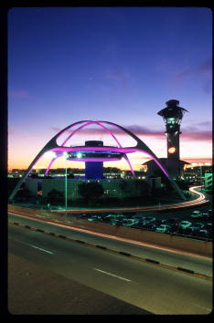 LAX Airport「A Day In The Life Of Los Angeles International Airport」:写真・画像(2)[壁紙.com]