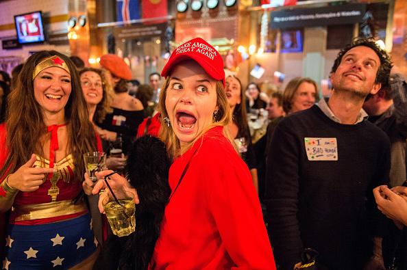 MAGA「Democrats Abroad Hold US Election Night Party」:写真・画像(6)[壁紙.com]