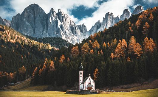 Italian Culture「santa maddalena church in val di funes」:スマホ壁紙(11)