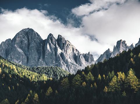 Dramatic Landscape「Santa Maddalena Mountain in Val di Funes」:スマホ壁紙(10)