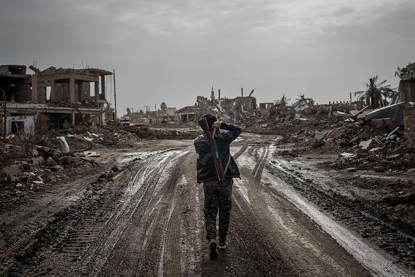 Street「Civilians Return To Towns Around Bagouz As ISIL Defeat Nears」:写真・画像(8)[壁紙.com]